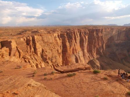 Acantilado desde el lado derecho. Ver el tono de sus rocas