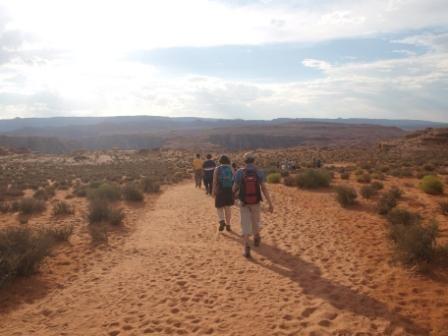 Hiking Horseshoe Bend. El camino es de fácil acceso