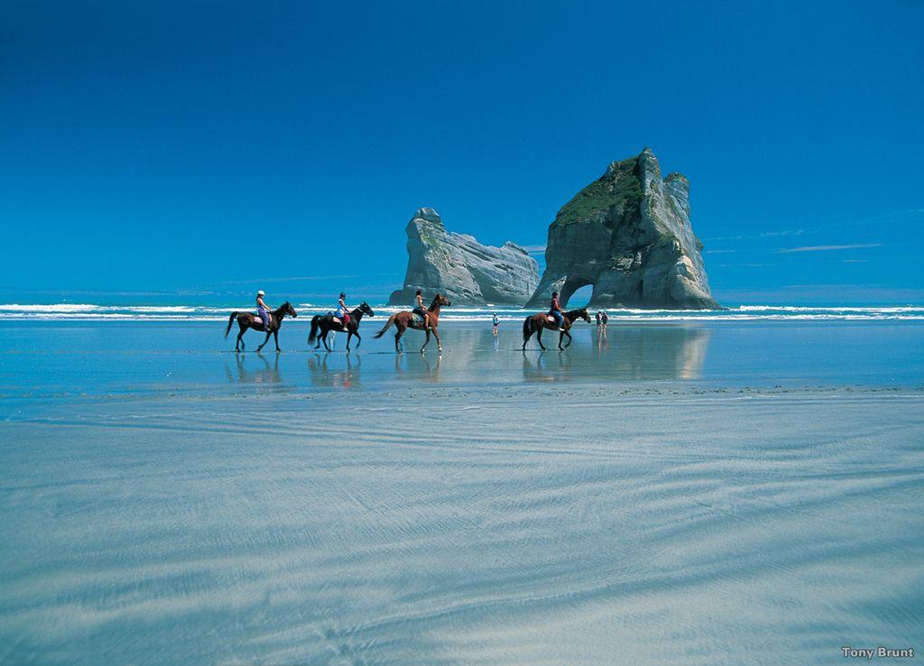 AD41-Wharariki-Beach-Nelson-Tony-Brunt